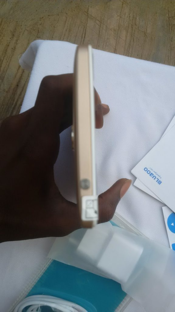 Unboxing the Bluboo Maya Max 4G+ Phablet- First impressions 16