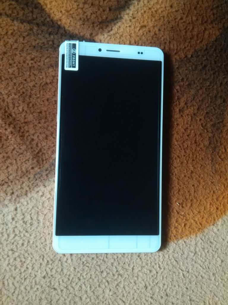 Unboxing the Bluboo Maya Max 4G+ Phablet- First impressions 8